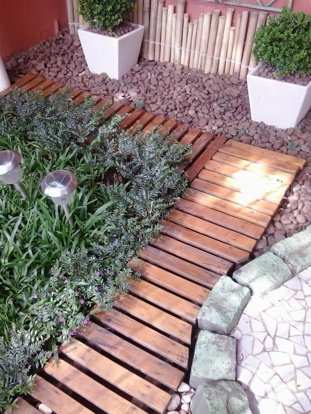 cerquinha de taquaras que um casal de ~ cerca artesanal para jardim