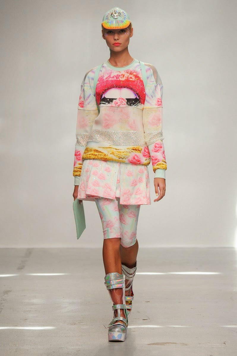 Manish Arora spring summer 2015, Manish Arora ss15, Manish Arora, Manish Arora ss15 pfw, Manish Arora pfw, Manish Arora sneakers, baskets Manish Arora pfw, pfw ss15, pfw2014, fashion week, paris fashion week, du dessin aux podiums, dudessinauxpodiums, vintage look, dress to impress, dress for less, boho, unique vintage, alloy clothing, venus clothing, la moda, spring trends, tendance, tendance de mode, blog de mode, fashion blog,  blog mode, mode paris, paris mode, fashion news, designer, fashion designer, moda in pelle, ross dress for less, fashion magazines, fashion blogs, mode a toi, revista de moda, vintage, vintage definition, vintage retro, top fashion, suits online, blog de moda, blog moda, ropa, asos dresses, blogs de moda, dresses, tunique femme, vetements femmes, fashion tops, womens fashions, vetement tendance, fashion dresses, ladies clothes, robes de soiree, robe bustier, robe sexy, sexy dress