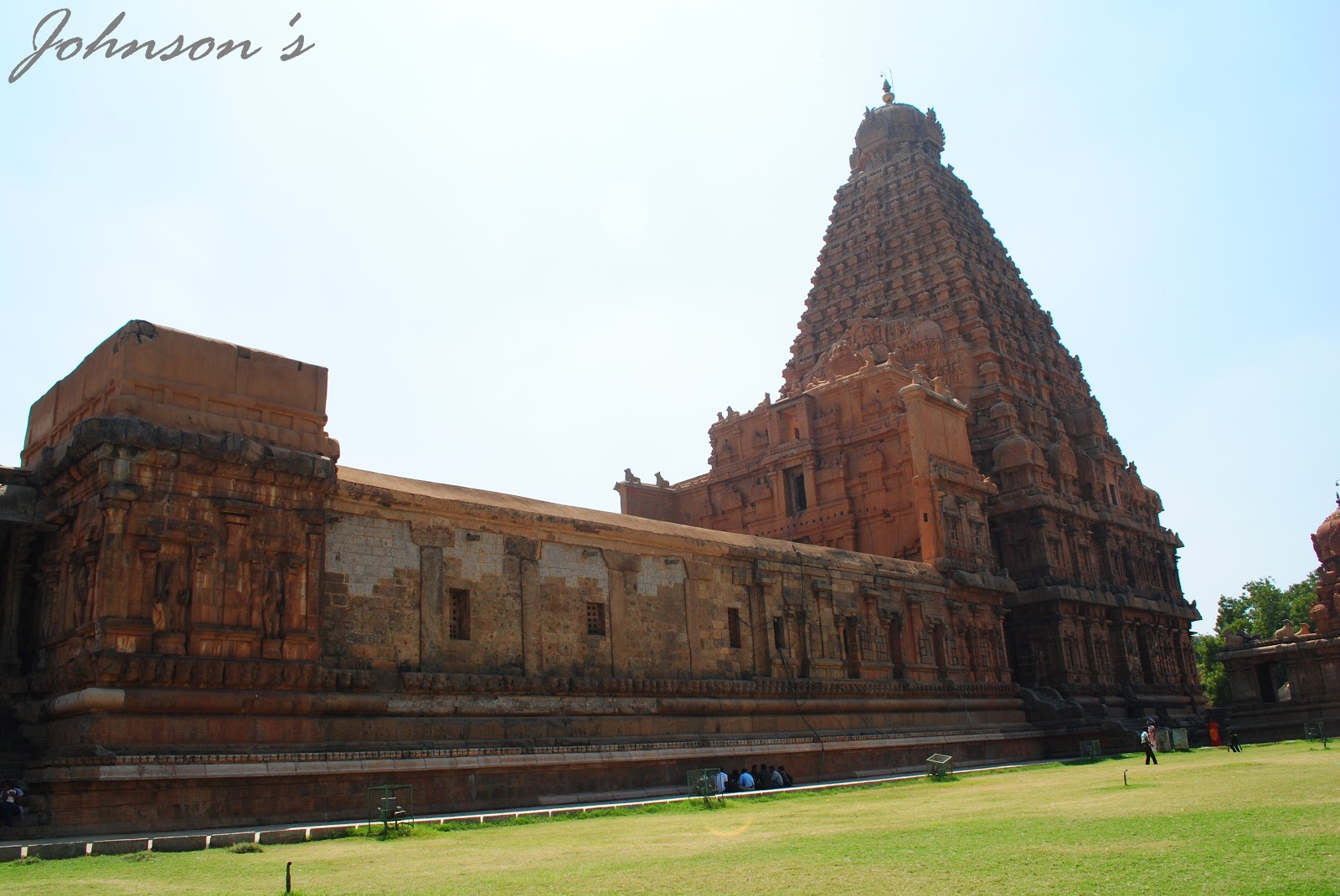 brihadeeswarar temple Brihadeeswarar temple history this temple was built during the reign of king raja raja chola from the inscriptions, it is known that this temple was constructed exactly 25 years and 275 days after his ascension to the throne.