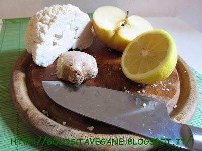cavolfiore, cavolo bianco, Contorni, crudista, fuji, gomasio, insalata, limoni, mele, Piatti unici, pinoli, Raw Food, ricette vegan, zenzero,