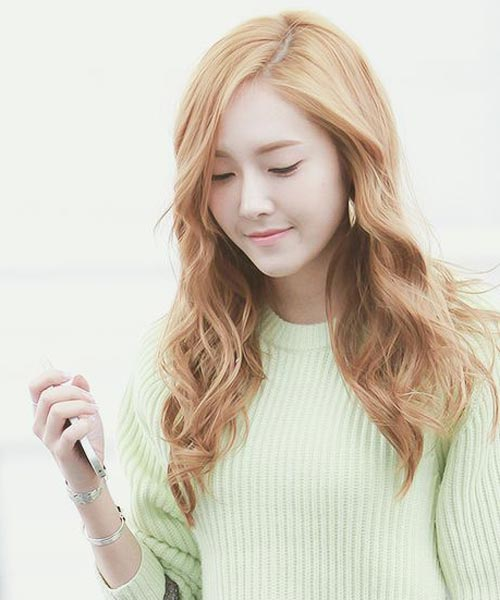 Jessica Jung Long hair blonde color hairstyle