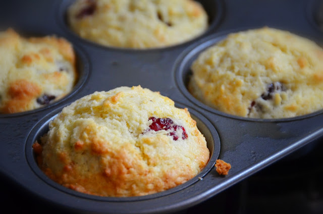 Sour Cream Blackberry Muffins| Cheesy Pennies