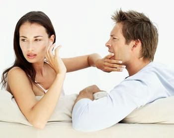 woman hate man - man_and_woman_arguing_- تصرفات جميلة..لكنها تجعل النساء تكرهك..فلا تفعلها !!!!