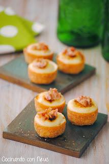 Tartaletas rellenas de coliflor con all i oli caramelizado y crujiente de beicon