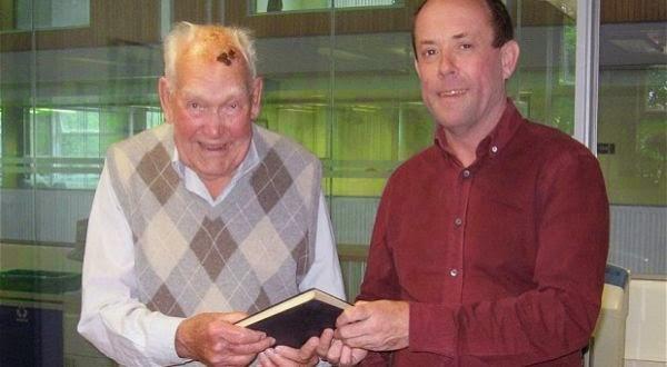 61 Tahun Lupa Kembalikan Buku, Pria Ini Didenda Rp.89 Juta