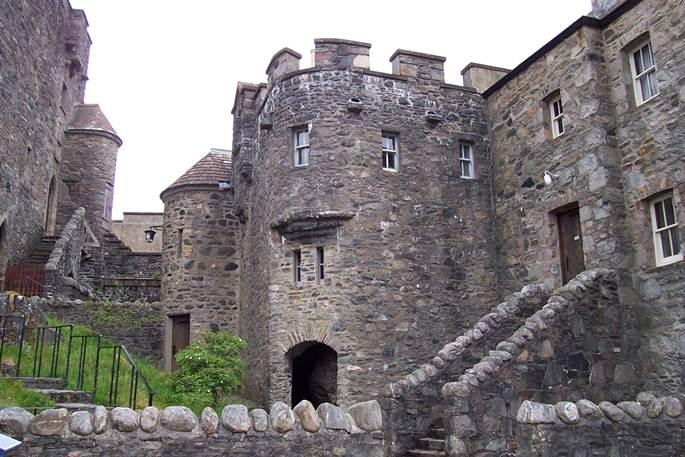 curte interioara castel eilean donan
