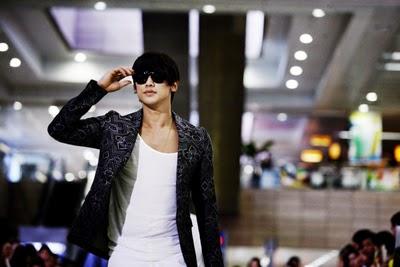 Bi Rain  trong vai thám tử Ji Woo.