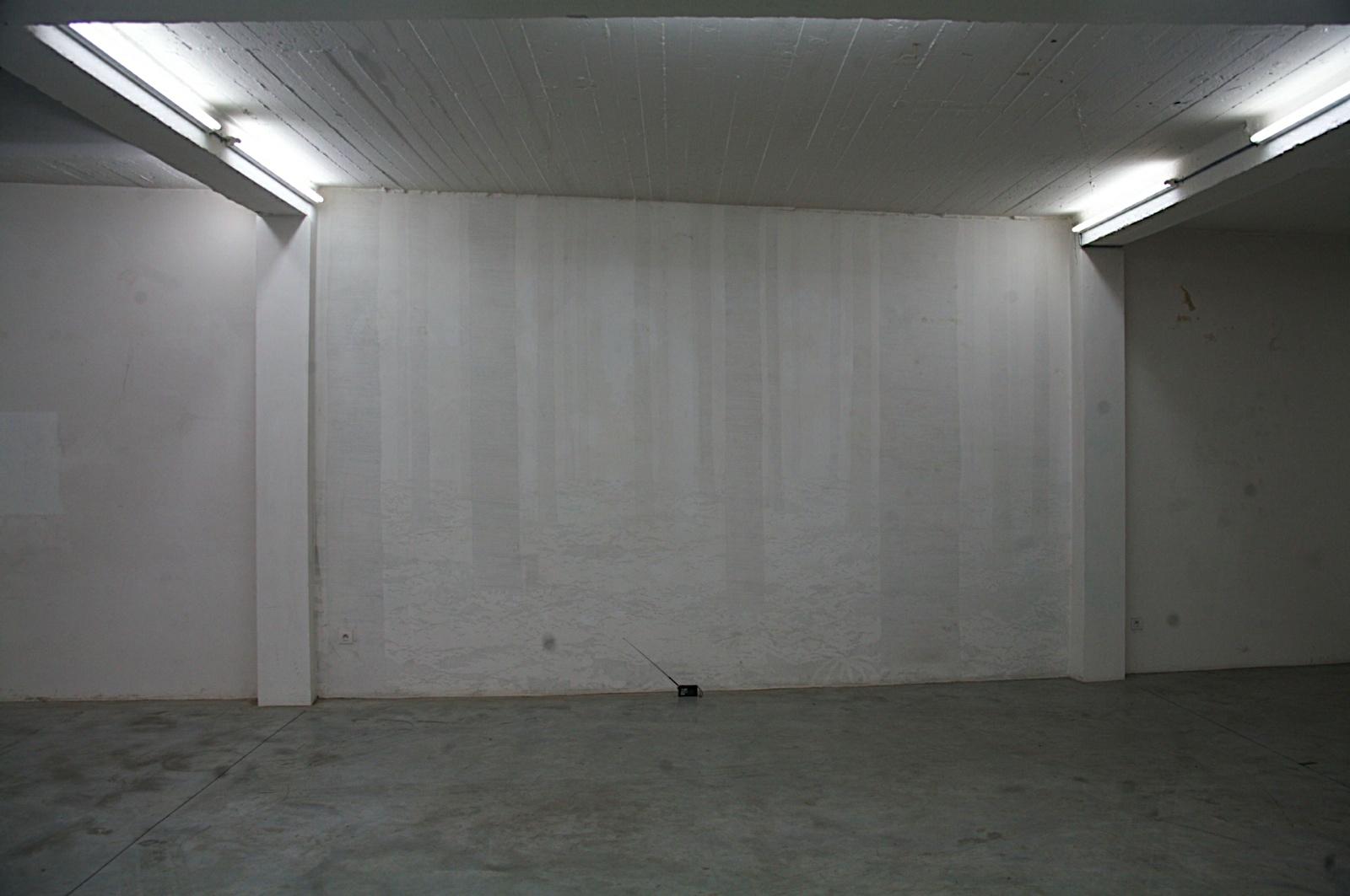 gegen die wand 39 music by mistake 39 installation david helbich. Black Bedroom Furniture Sets. Home Design Ideas