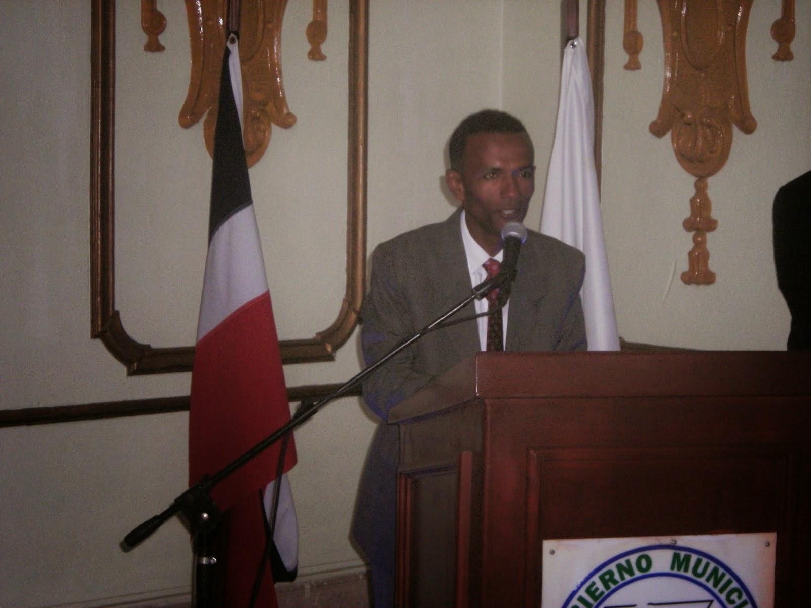 El periodista y escritor Cesareo Silvestre,  puesta en circulación del libro VERSOS LIBRES