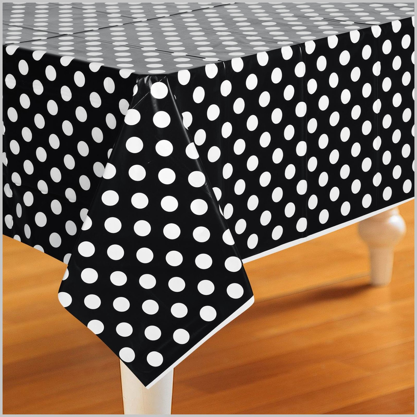 polka-dot-tablecover