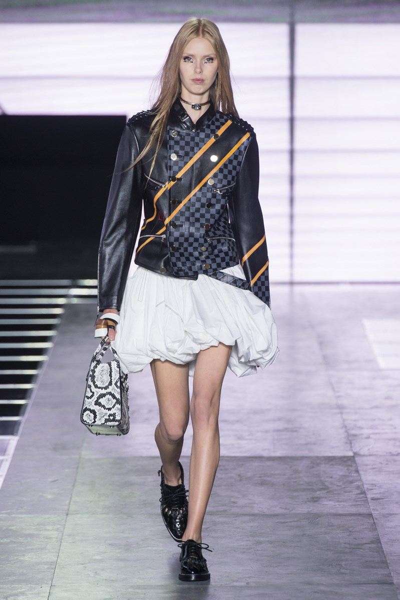 Louis-Vuitton, Louis-Vuitton-ss16, Louis-Vuitton-spring-summer, Louis-Vuitton-spring-summer-2016, Louis-Vuitton-spring, Louis-Vuitton-printemps-eté, Louis-Vuitton-printemps-ete-2016, du-dessin-aux-podiums, dudessinauxpodiums, vintage-look, dress-to-impress, dress-for-less, boho, unique-vintage, alloy-clothing, venus-clothing, la-moda, spring-trends, tendance, tendance-de-mode, blog-de-mode, fashion-blog, blog-mode, mode-paris, paris-mode, fashion-news, designer, fashion-designer, moda-in-pelle, ross-dress-for-less, fashion-magazines, fashion-blogs, mode-a-toi, revista-de-moda, vintage, vintage-definition, vintage-retro, top-fashion, suits-online, blog-de-moda, blog-moda, ropa, asos dresses, blogs-de-moda, dresses, tunique-femme, vetements-femmes, fashion-tops, womens-fashions, vetement-tendance, fashion-dresses, ladies-clothes, robes-de-soiree, robe-bustier, robe-sexy, sexy-dress