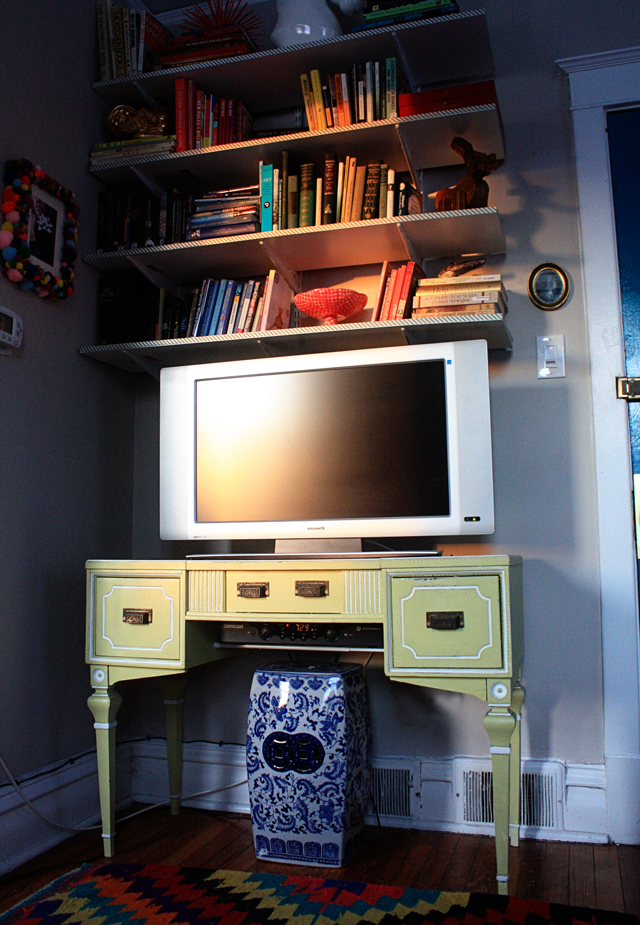 how to hide the cable box aunt peaches. Black Bedroom Furniture Sets. Home Design Ideas
