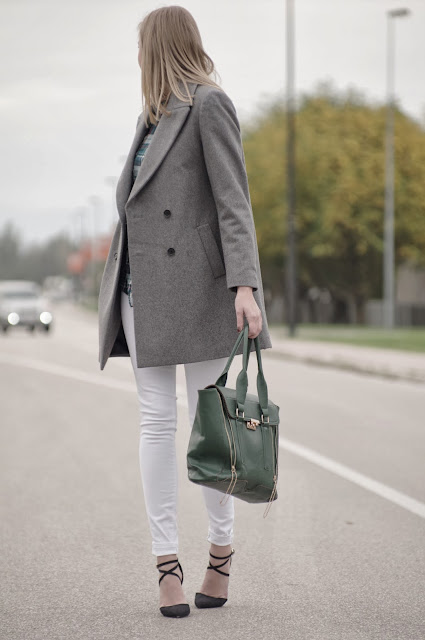 zara oversized coat, grey coat, phillip lim pashli bag lookalike, green pashli, asos strappy heels, green tartan shirt, new yorker tartan shirt, boyfriend coat zara, white pants outfit, ootd, fashion blogger, style blogger, fashion trends, tartan trend