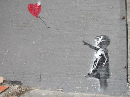 http://4.bp.blogspot.com/-Xiaqqphrh9A/Ta8wLcCw5ZI/AAAAAAAABYg/p5e5CK8vV_E/s1600/banksy_girl_heart_440x330.jpg