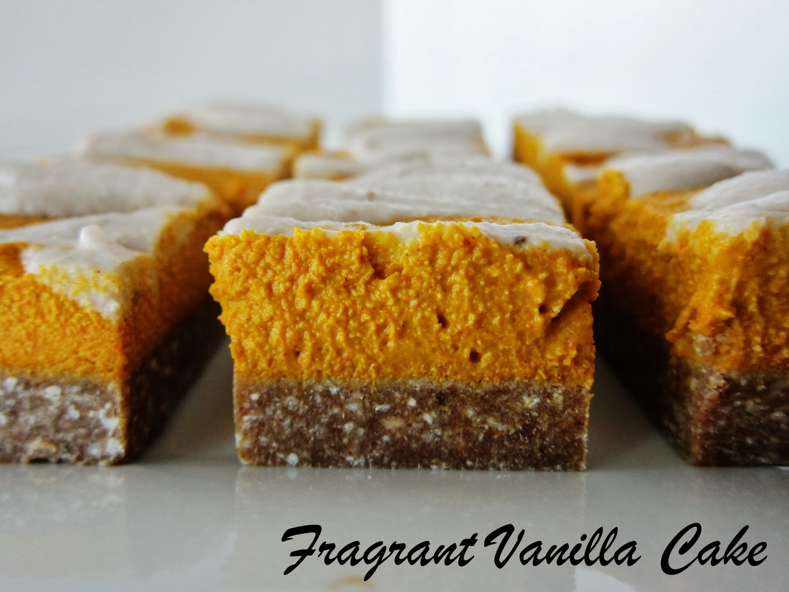 Raw Pumpkin Cheesecake Bars with Gingerbread Crust