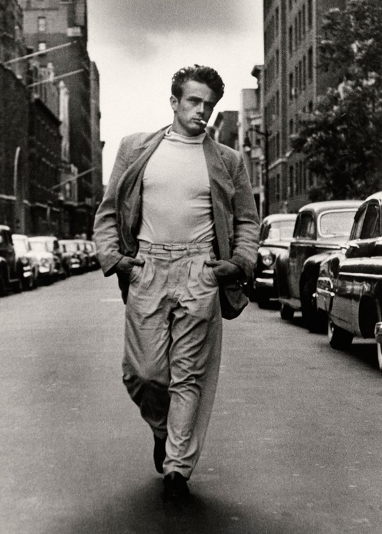James Dean calle paseando