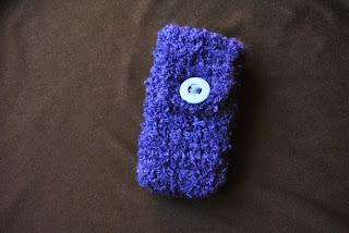 Granatowy pokrowiec na telefon