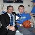 Le habían dado 24 horas de vida, hasta que un entrenador de baloncesto apareció e hizo esto