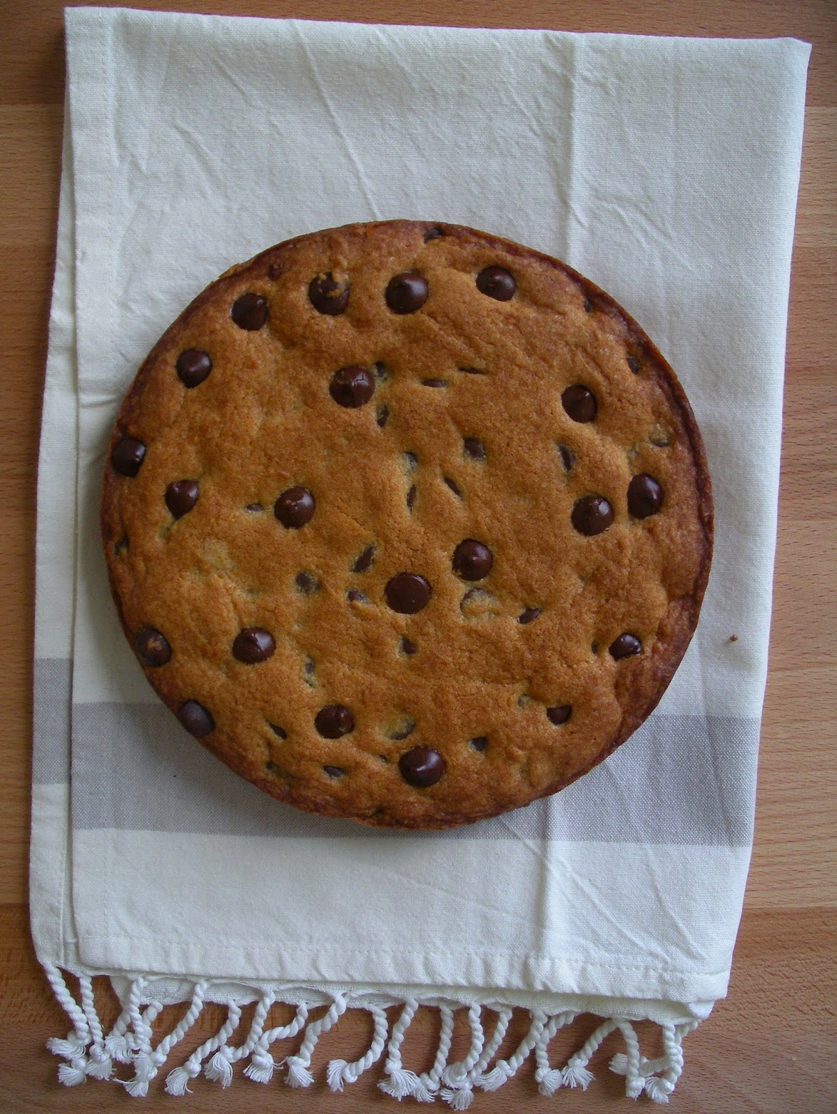 KITCHEN IN THE SAND: Chocolate chip cookie-cake