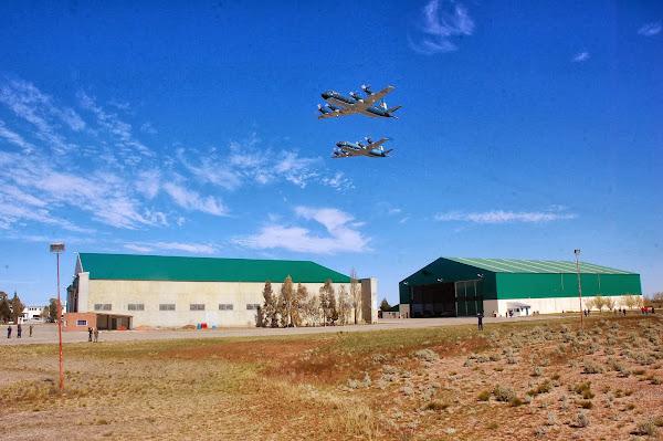 La EA6E sobrevuela la Base Aeronaval Almirante Zar Trelew