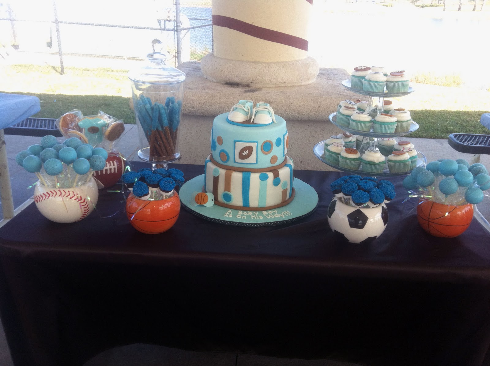 Leelees Cakeabilities All Star Sports Theme Cake and Goodies
