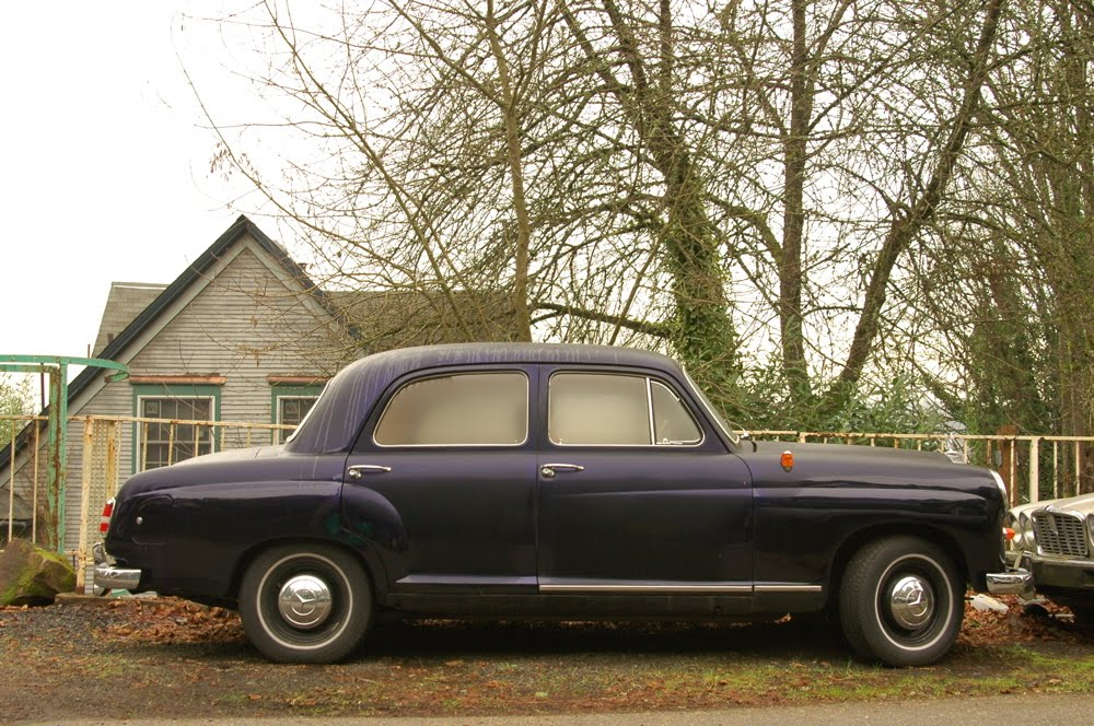 Old parked cars 1961 mercedes benz 180d sedan for 1961 mercedes benz