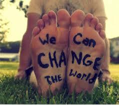 Nós podemos mudar o mundo- texto escrito em dois pés