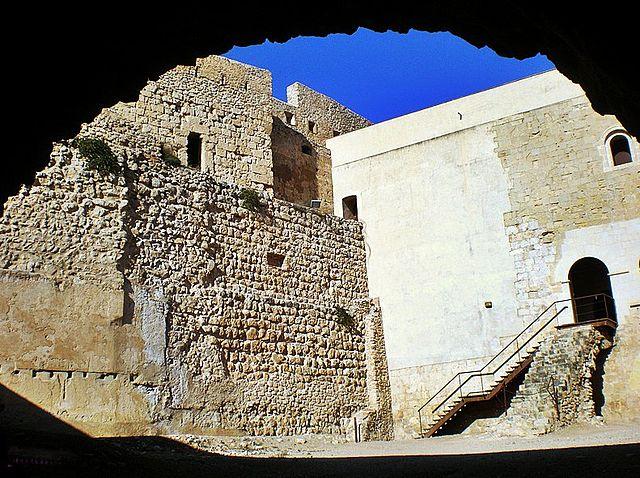 """""""Castell de Miravet - 10"""" by Jaume Meneses - Flickr: Catalunya - Ribera d´Ebre. Licensed under CC BY-SA 2.0 via Wikimedia Commons - https://commons.wikimedia.org/wiki/File:Castell_de_Miravet_-_10.jpg#/media/File:Castell_de_Miravet_-_10.jpg"""