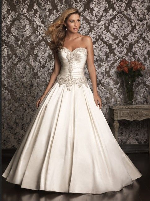 Queen attire wedding dress for ladies