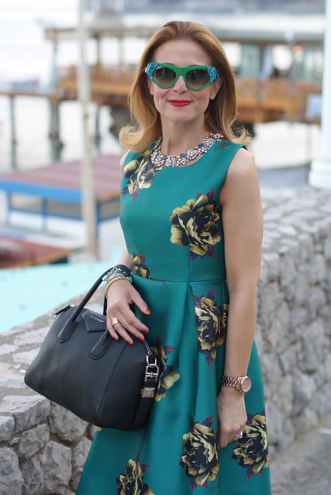 Choies green midi dress and Prada Voice sunglasses found on Giarre on Fashion and Cookies fashion blog, fashion blogger style