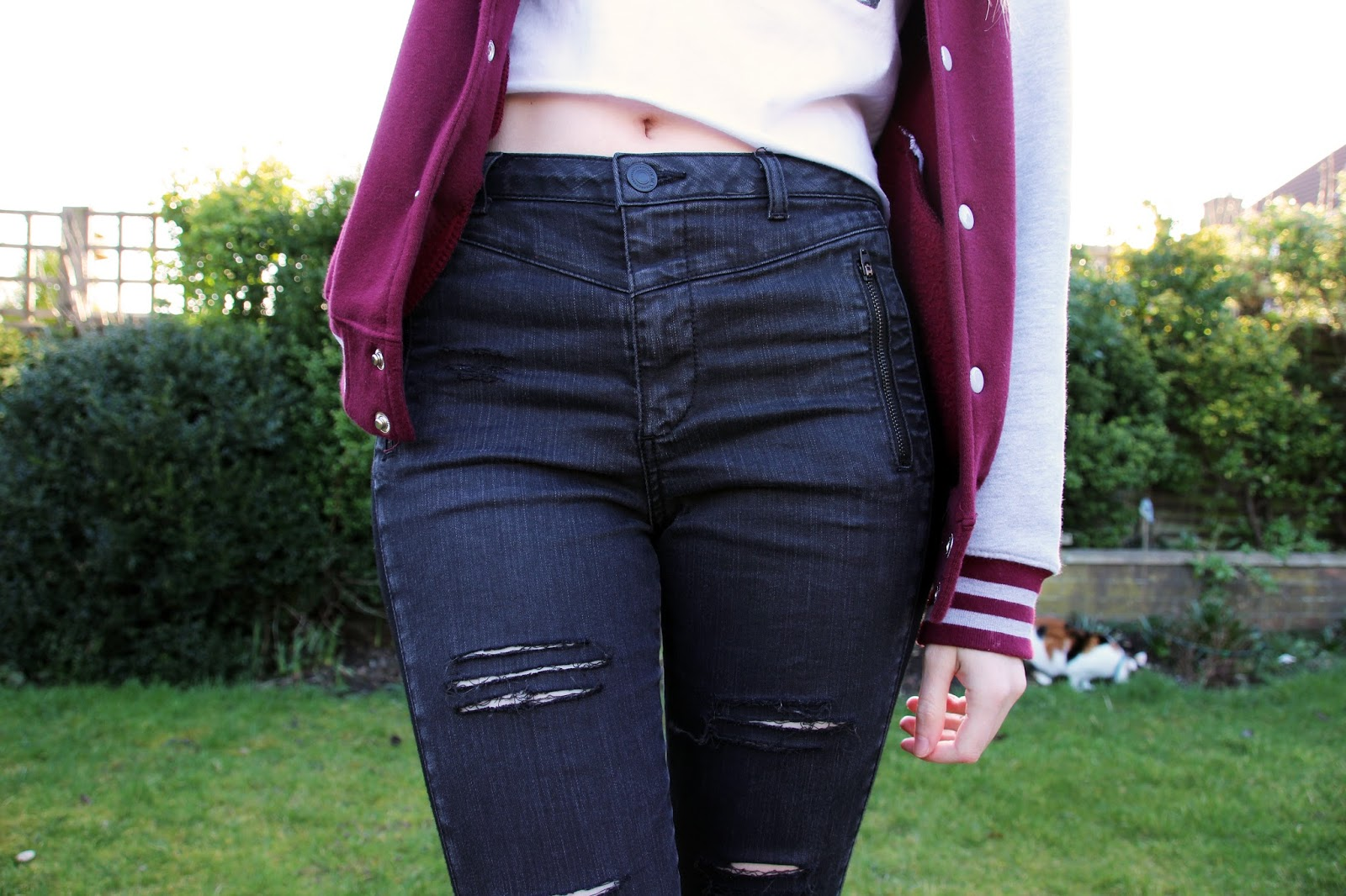 Blogger Outfit ripped jeans and crop top
