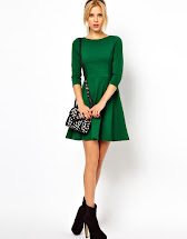 What Color Shoes to Wear with a Black Dress Green