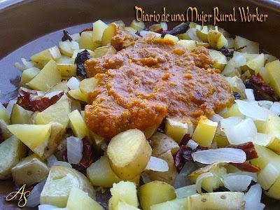 Patatas al horno con salsa de tomate
