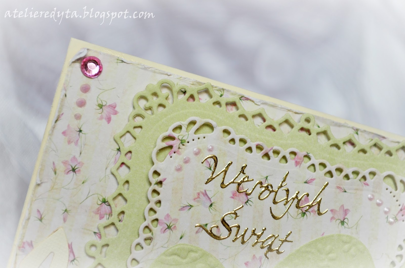 Ręcznie robiona kartka wielkanocna w pastelowych kolorach z pisankami