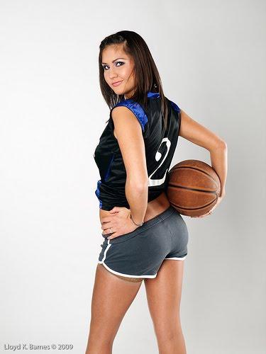 photo of girls playing basketball № 17650