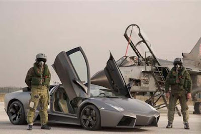 carroLamborghini Reventon vs.avião Tornado Jet Fighter