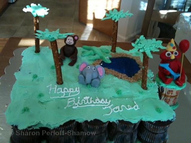 cupcake safari cake