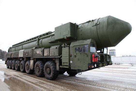 La nueva Guerra Fría... - Página 10 RT-2PM2_Topol-M-05
