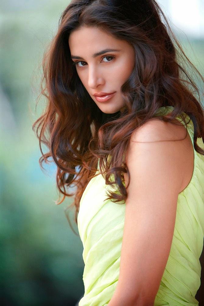 Bollywood Spicy Actress Nargis Fakhris Hot Photos