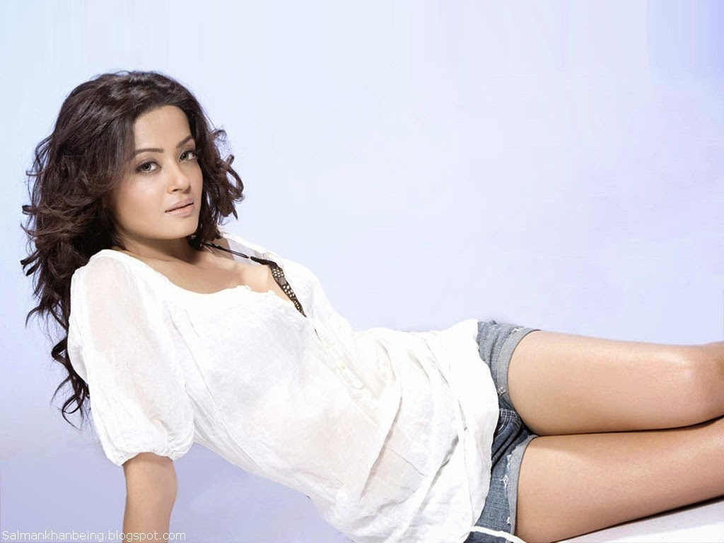 Hate Story 2 Heroine Surveen Chawla Hot HD Wallpapers 2014