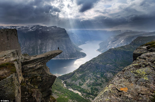 Trolltunga rock, norway