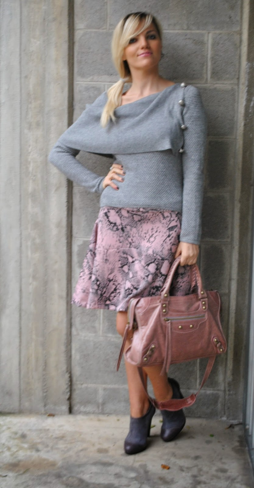 outfit gonna rosa in neoprene con stampa pitone neoprene pink skirt grey sweater autumnal outfit how to wear pink how to wear grey pink balenciaga bag pyton print fashion bloggers italy    maglione grigio marella orecchini breil anello breil scarpe grigiie in camoscio e pelle danilo di lea borsa rosa antico balenciaga how to wear pink skirt abbinamenti gonna rosa abbinamenti maglione grigio how to wear gray abbinamenti rosa e grigio come abbinare rosa e grigio how to wear gray and pink how to combine gray and pink gonna rosa stampa pitone stampa pitone outfit novembre 2014 outfit autunnali mariafelicia magno mariafelicia magno fashion blogger colorblock by felym outfit mariafelicia magno fashion blogger italiane fashion blogger bionde ragazze bionde coda laterale acconciatura coda laterale scarpe francesine outfit scarpe francesine come abbinare le francesine