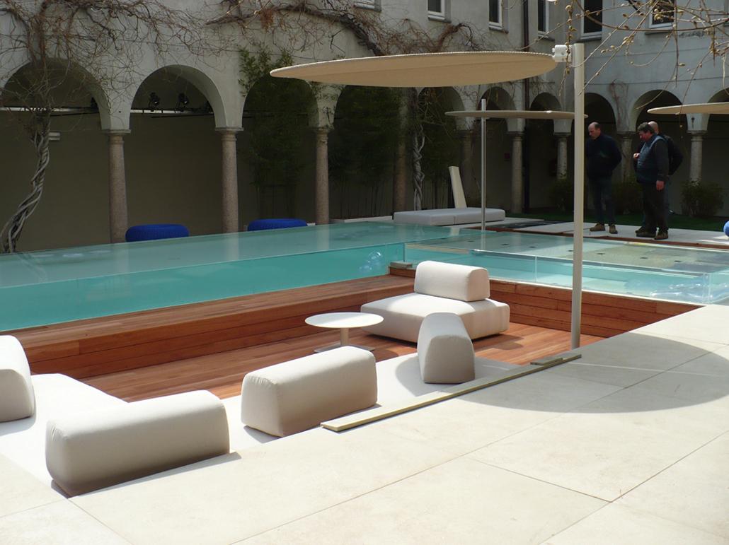 Piscine laghetto presenta isola fuorisalone piscine for Laghetto pvc