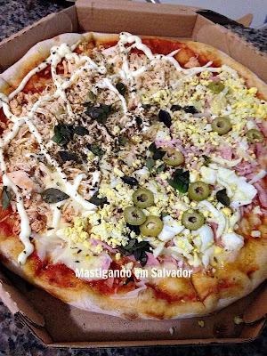 Pizzeria Barbato: Pizza nos sabores Frango com Catupiry e Portuguesa