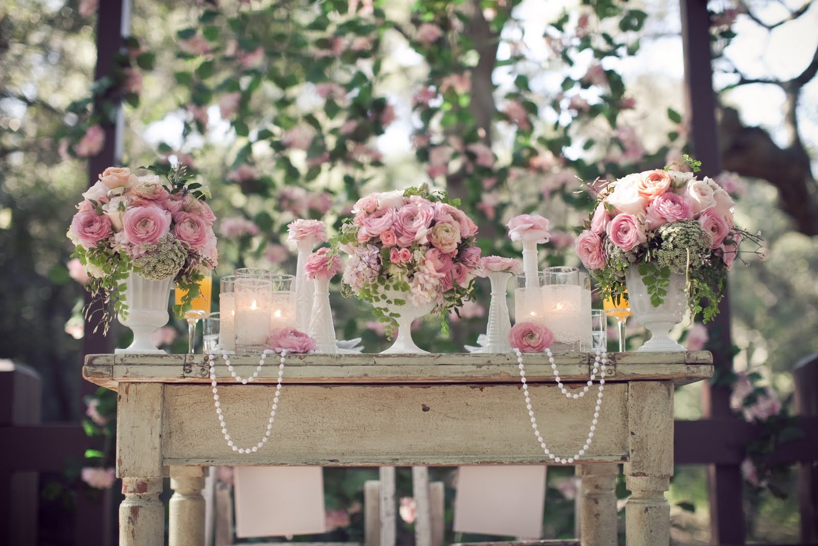 Pearls lace and pink garden wedding inspiration for - Decoracion para bodas vintage ...
