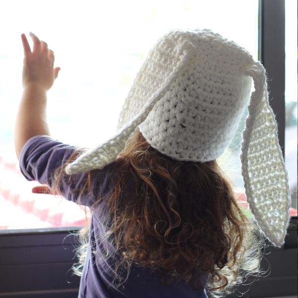 http://www.blog.oomanoot.com/crochet-bunny-hat-tutorial/?utm_source=directory&utm_medium=totally&utm_campaign=crochet-bunny-hat-tutorial