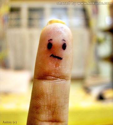 http://4.bp.blogspot.com/-XoC_5B7Bk74/TX2yK40Z2SI/AAAAAAAARWg/nKY5y68LZaM/s1600/finger_27.jpg