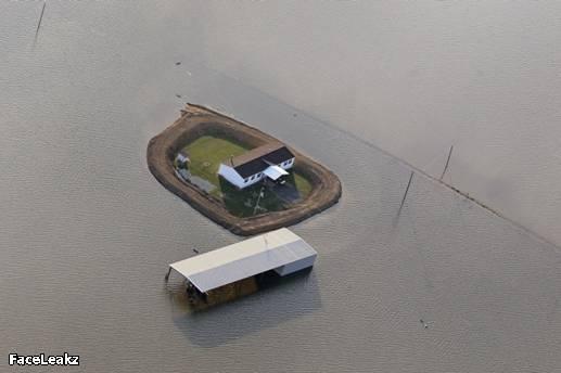 FaceLeakz - [Potret] Sungai Mississippi Meluap, Setiap Pemilik Rumah Membangun Tanggul