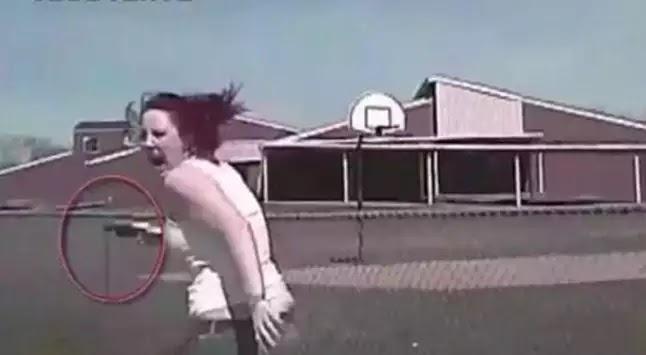 Βίντεο σοκ: Γυναίκα πυροβολεί αστυνομικούς και παρασύρεται από περιπολικό