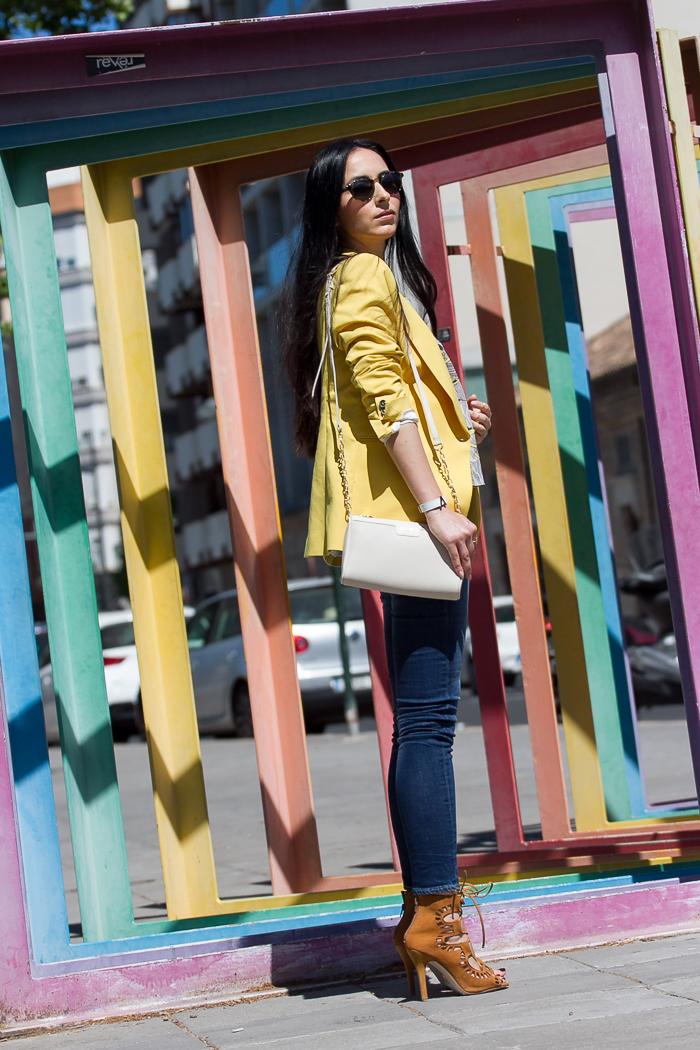 Blog de moda con Fotografía cuidada fondo colores Arco Iris en Valencia